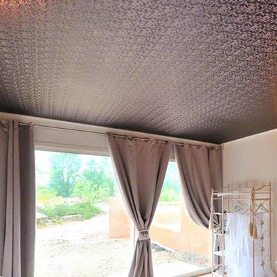 Цветные тканевые потолки цены